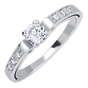 Brilio Dámský prsten z bílého zlata s krystaly 229 001 00498 07 57 mm